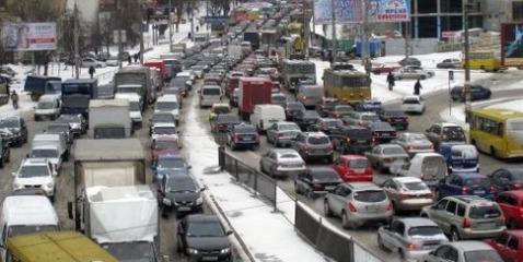 С 1 ноября власти ограничат движение транспорта на 77 улицах