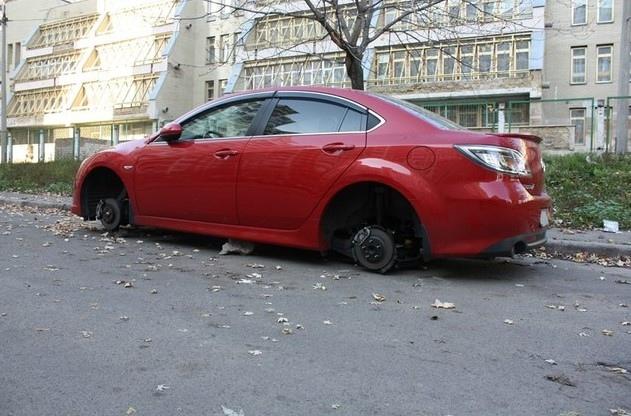 В Киеве разули иномарку