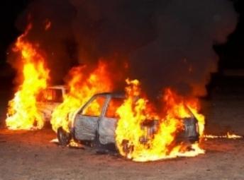 Из-за мусора в Киеве горели две иномарки