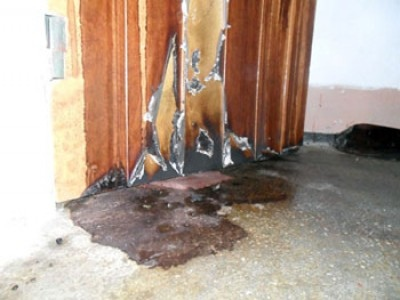 Злоумышленники поджигают в Киеве входные двери