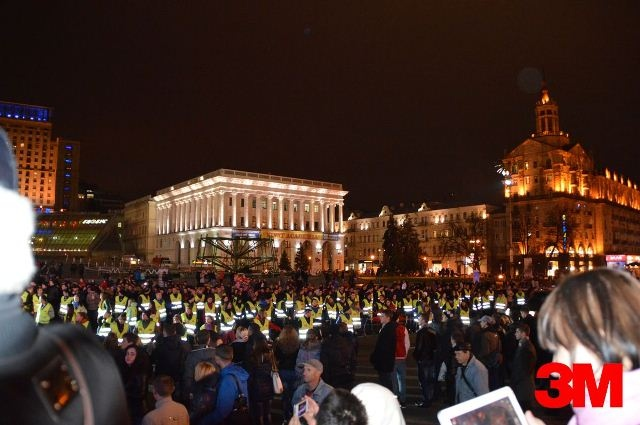 "На Майдане во флешмобе ""засветились"" 3000 человек"