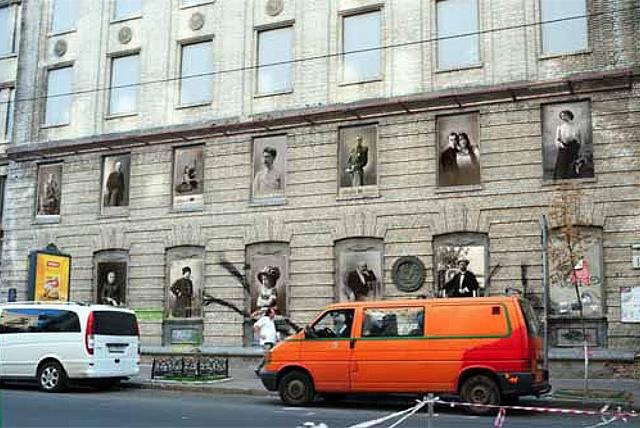 Пустые окна киевских домов украсят дореволюционными фотографиями