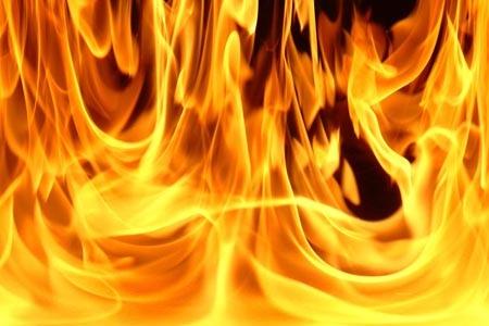 Столичные огнеборцы спасли из огня 30-летнего мужчину
