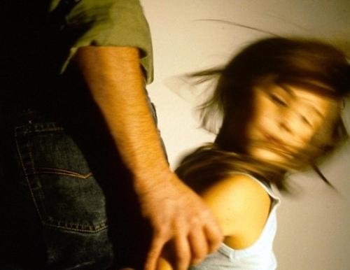 Взрослый мужчина изнасиловал 4-летнего ребенка