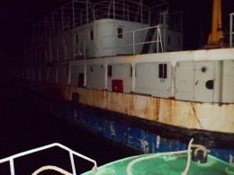 В Киеве по Днепру плавал неуправляемый одинокий кораблик