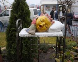 Новая скульптура Скритуцкого на Оболони: солнце, которое ложится спать