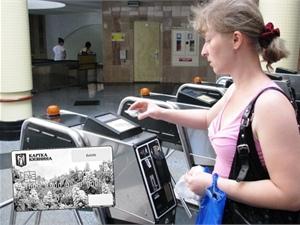 """Пассажиры метро не честно используют """"Карточку киевлянина"""""""