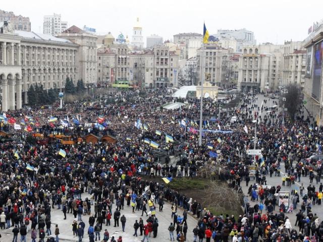 В милиции обещают применить меры, если митингующие не разблокируют центр