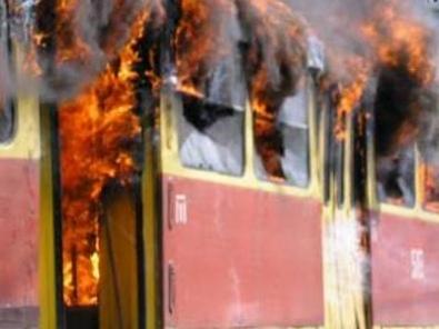 В Киеве замкнуло скоростной трамвай и он загорелся