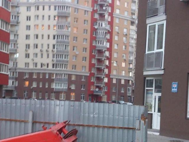 На киевской стройке упал автокран