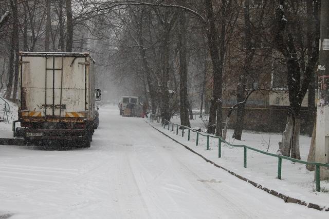 Снегопад в Киеве: в КГГА уже просят водителей не ездить на машинах