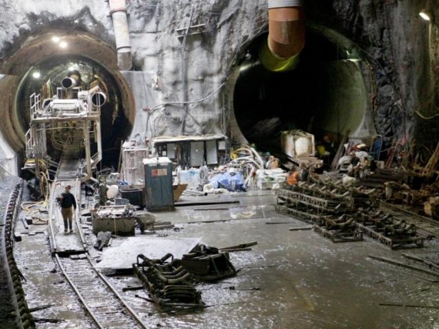 Евромайдан остановил строительство метро на Троещину