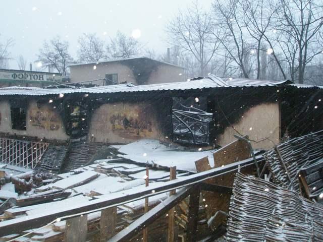 В Днепровском районе утром сгорело кафе