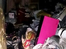 Из-за хлама в квартире, огнеборцы не успели спасти киевлянку
