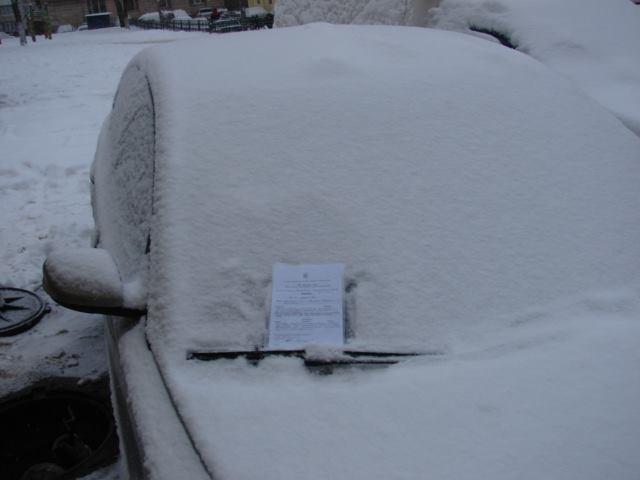 Киевских водителей просят осматриваться при парковке машин