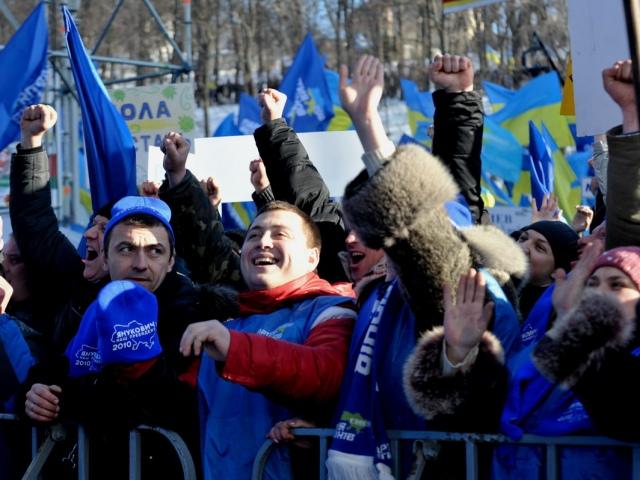 """Сторонники """"регионалов"""" продолжат бессрочную акцию в Мариинском парке Киева"""