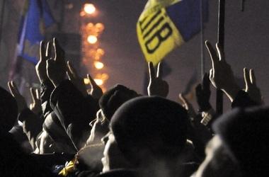 """Митингующим """"разрешили"""" блокировать Крещатик до января 2014 года"""
