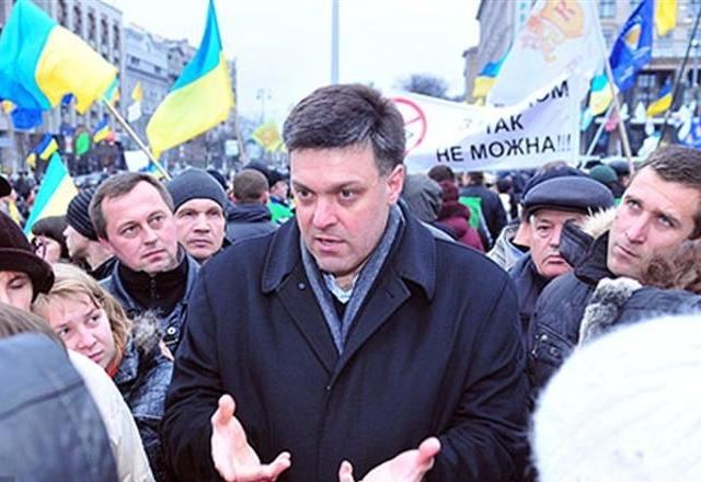 Депутаты просят людей не уходить с Майдана в Киеве