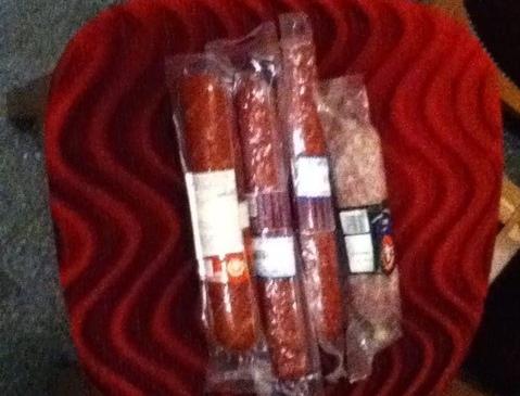 На кухне КГГА украли две палки колбасы