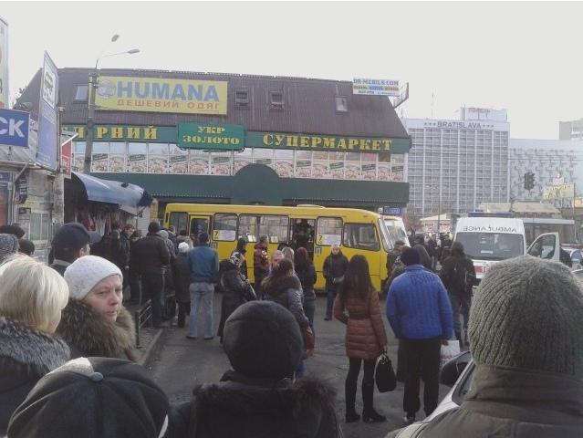 Около Дарницкого рынка водитель маршрутки сбил трех пешеходов