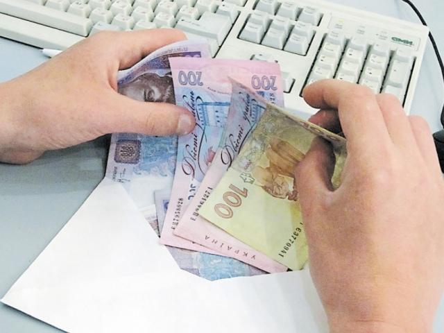 Янукович обязал Герегу и Голубченко рассчитаться с бюджетниками до 30 декабря