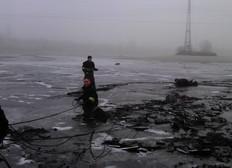 """На озере """"Нивки"""" под Новый год едва не утонул мужчина. Его спас ил"""