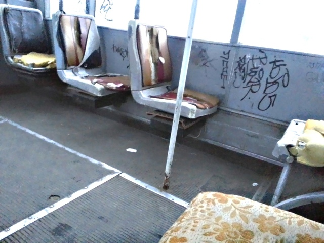 Вандалы изуродовали троллейбус № 24 на Оболони