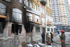 50 пожарных тушили пожар в недостроенной многоэтажке в районе Лукьяновки
