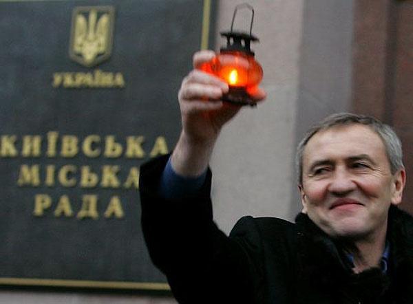 Фонд Черновецкого собирает в Киеве одежду для бездомных