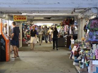 В метро надеются ликвидировать стихийную торговлю с помощью пассажиров