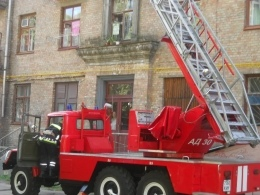 Киевские спасатели сняли с 9-го этажа девушку, поссорившуюся со своим парнем