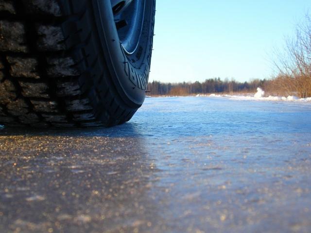 В Пуща-Водице в озере Карачун утонул автомобиль
