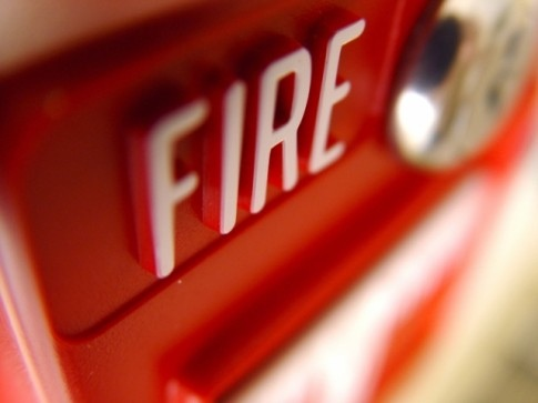 Какие категории есть у систем пожарного оповещения?