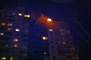 Во время пожара в многоэтажном доме погиб молодой человек