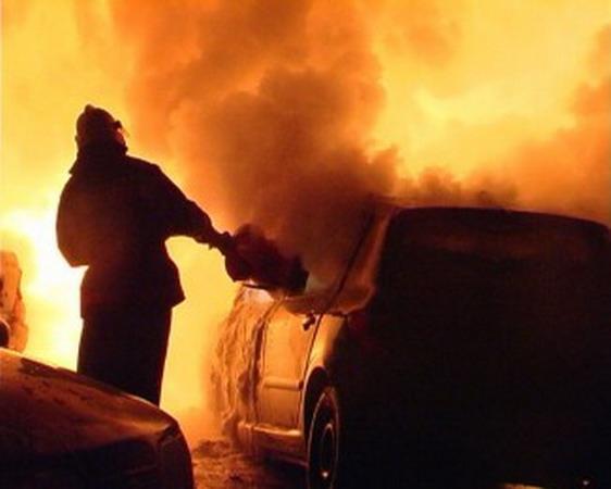Ночью в трех районах Киева горели 7 автомобилей