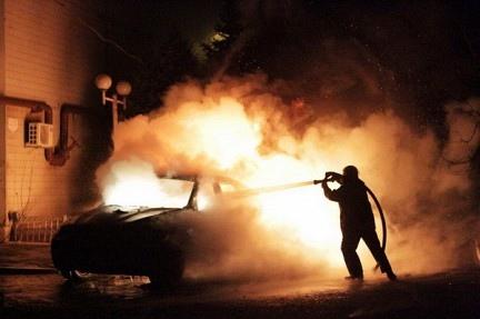 Киевские спасатели потушили 8 автомобилей, которые горели ночью