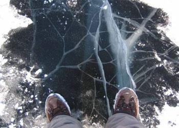 Киевские спасатели рекомендуют не выходить на лед