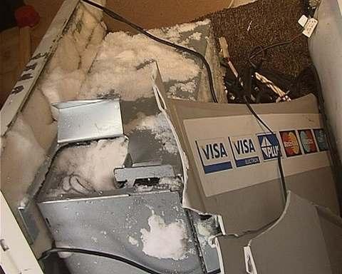На Киевщине неизвестные украли из больницы банкомат с деньгами