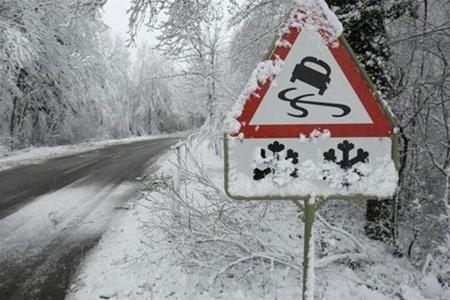 Водителей предупреждают о тумане и гололедице