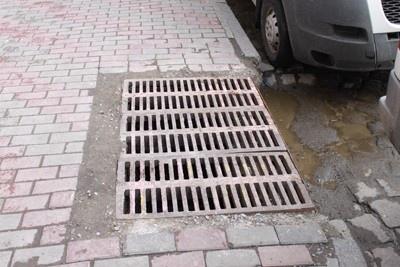 Киевавтодор закончил чистить дождеприемные решетки