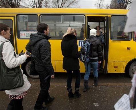 """Киевские маршрутчики скрывают от пассажиров """"жалобные книги"""""""