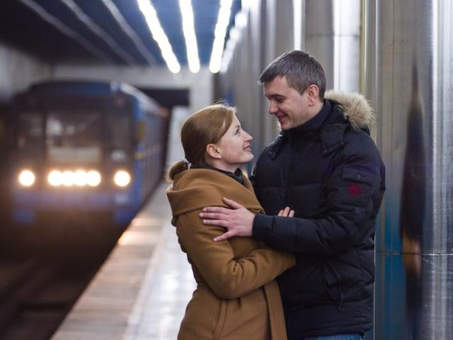 """В Киевском метро влюбились друг в друга фаны """"Динамо"""""""