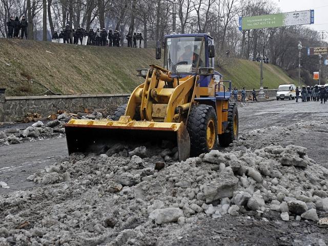 Улицу Грушевского расчищали до часа ночи