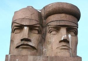 В Киеве собираются уничтожить памятник чекистам