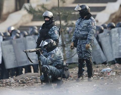 """Из киевской части сбежал """"Беркут"""" вместе с оружием"""