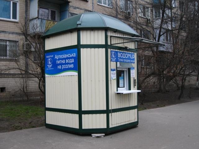В Киеве продают воду из бюветов на розлив - 1 литр = 1 гривна