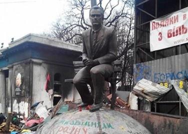 Памятник Лобановскому скоро отреставрируют