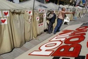 На Крещатике убирают городок Тимошенко