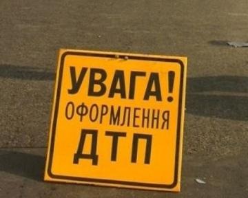 Под Киевом автобус с людьми врезался в дерево. Есть пострадавшие