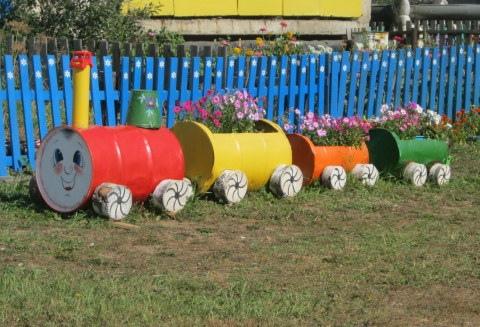 Из шин и революционных бочек в Киеве могут сделать цветники и клумбы